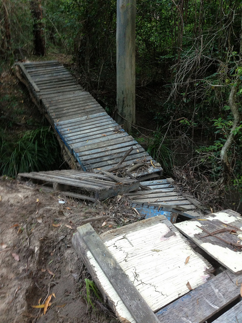 Bridge built with recycled pallets4