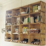 Shelves made ​​with fruit boxes