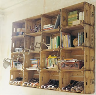 Shelves made ​​with fruit boxes Shelves made ​​with fruit boxes