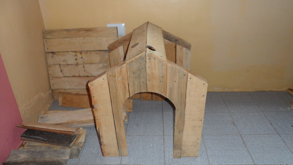 pallet_or_fruit_box_diy_dog_house10