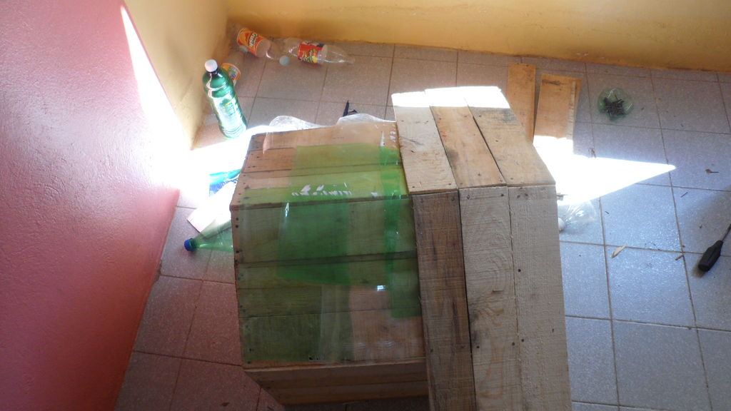 pallet_or_fruit_box_diy_dog_house14