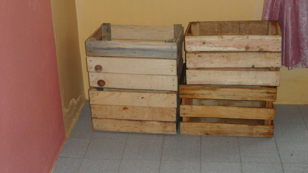 pallet_or_fruit_box_diy_dog_house2