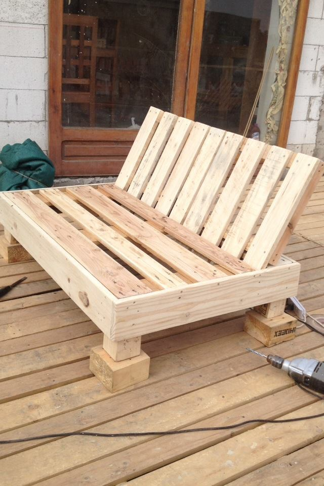 Pallets on pinterest pallet chair pallet lounge and for Meuble patio palette
