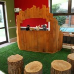 Puppet Theater made ​​with recycled pallets
