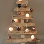 Christmas trees made ​​with pallets