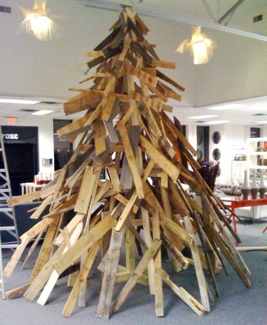 arbol de navidad con palets4 Christmas trees made ​​with pallets