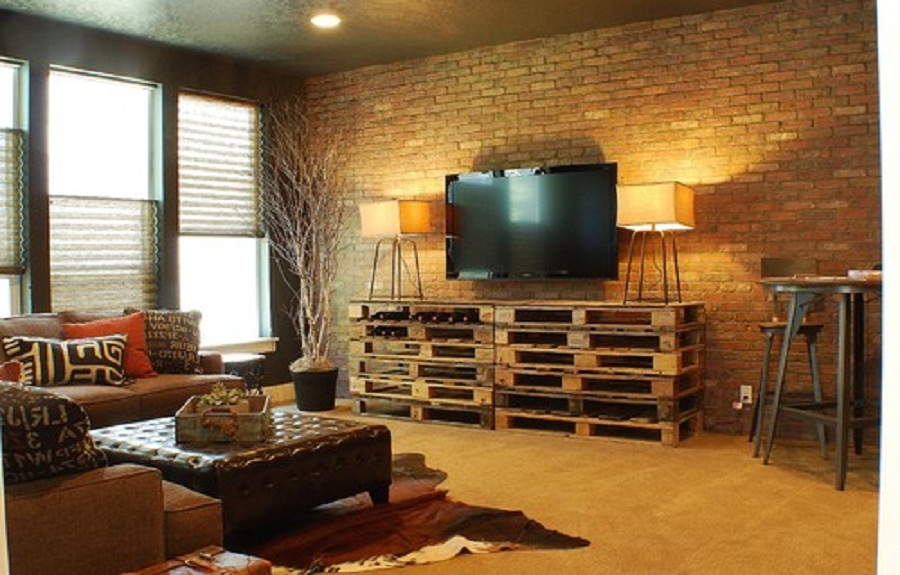Simple tv cabinet made with palletsdiy pallet furniture - Sofas con palets ...