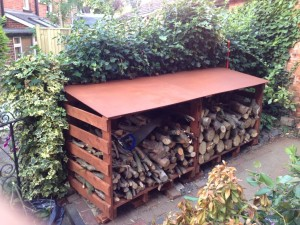 Wood store made with pallets