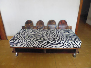 Sofa made ​​from recycled pallets and skateboards2