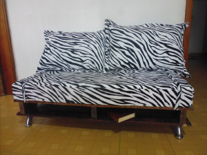 Sofa made ​​from recycled pallets and skateboards4