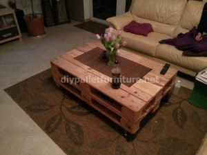 Pneumatic pallet table