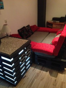 Sofa and coffee table Home Cinema made ​​from pallets2