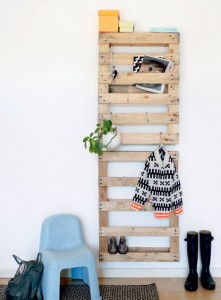 Coat rack easy to do with pallets and plans of the construction process2