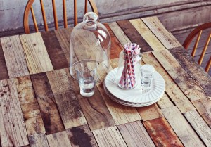 How to make a rustic-vintge table with pallet boards