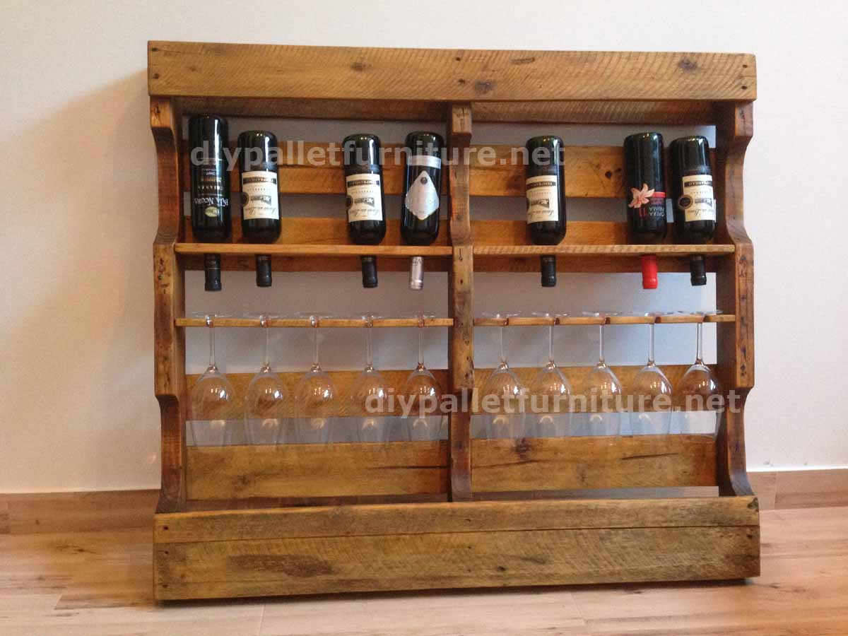 Instructions of how to make a wooden wine rack with for Idee palette de bois