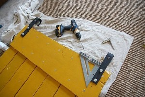 Instructions on how to make a sliding door with pallets 10