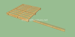 Simple flooring made with wooden pallets2 300x151 Simple flooring made with wooden pallets