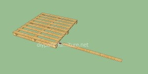 Simple flooring made with wooden pallets3 300x151 Simple flooring made with wooden pallets
