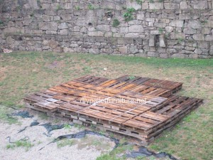 Simple flooring made with wooden pallets7