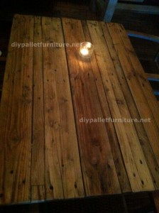 Tables made ​​of pallets at the Belgrado Cafe (2)