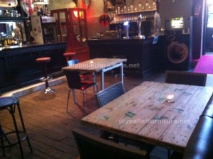 Tables made ​​of pallets at the Belgrado Cafe (3)