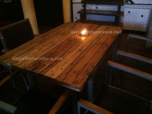 Tables made ​​of pallets at the Belgrado Cafe