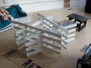 Design table made ​​with pallet boards
