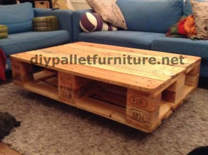 Floating table with pallets 2
