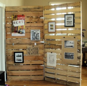 Folding screen with wooden pallets 2