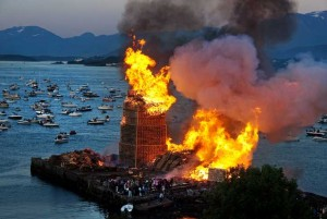 In a Norwegian town a huge tower has been created to burn it with pallets3