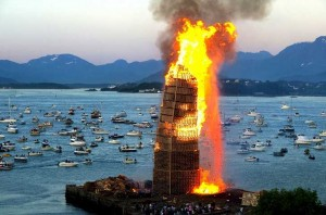 In a Norwegian town a huge tower has been created to burn it with pallets7