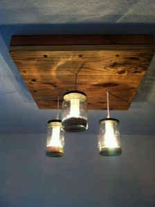 Lamp made ​​with pallets and glass jars 2