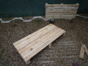 Pallet table for the living room step by step 2