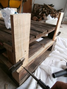 Pallet table for the living room step by step 3