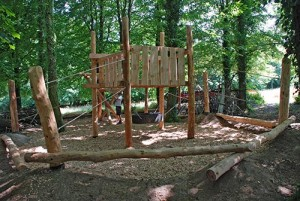 Playground made ​​of recycled wood and tree trunks 5