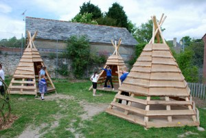 Playground made ​​of recycled wood and tree trunks 7