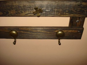 Rustic hanger made only with a single pallet 2