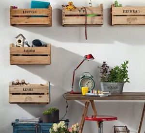 Several original ideas of shelves made from fruit boxes 10