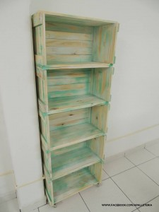 Several original ideas of shelves made from fruit boxes 4