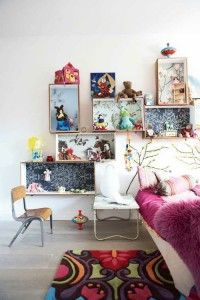 Several original ideas of shelves made from fruit boxes 7