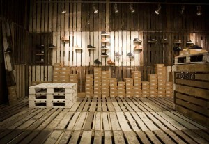 The footwear brand Cloe decorates their shops with recycled pallets 2