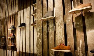The footwear brand Cloe decorates their shops with recycled pallets 3