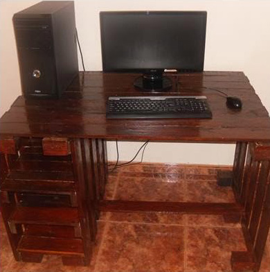 Desktop for your computer made ​​with pallets 4