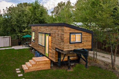 House built with wooden pallet boards for less than € 10,000 ($ 12,000) 5