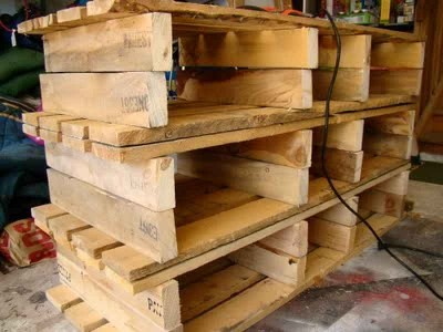 How to make a country cabinet with only three pallets 3