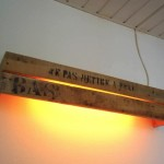 Rustic wall lamp with one pallet