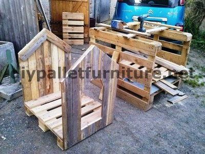 Manou's dog house with pallets 3