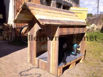 Manou's dog house with pallets 4