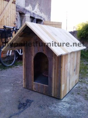 Manou's dog house with pallets 5