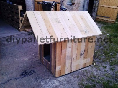 Manou's dog house with pallets 6